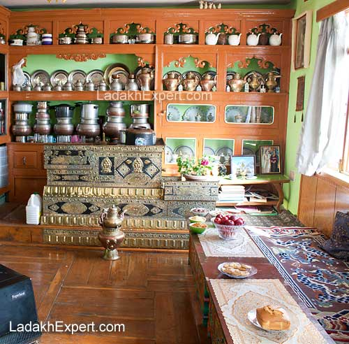 shant-guest-house-kitchen
