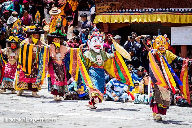 ladakh-monastery-festivals