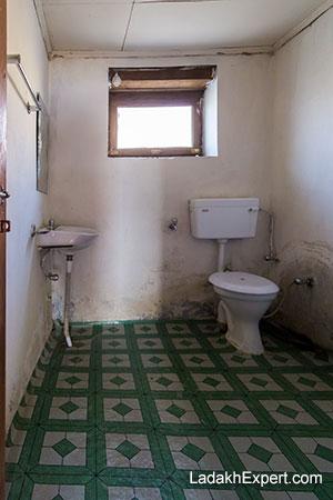 pangong-villa-toilet